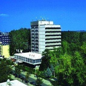 http://www.szallasvadasz.hu/hunguest-hotel-hoforras/images/hunguest-hotel-hoforras-51258-285x287.jpg