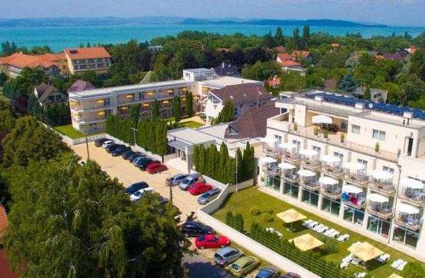 Két Korona Hotel Balatonszárszó