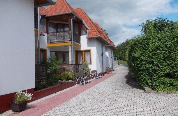 Klaudia Apartmanház Balatongyörök