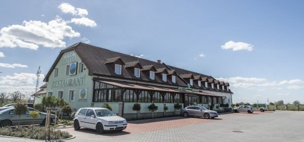 Land Plan Hotel & Restaurant  Töltéstava